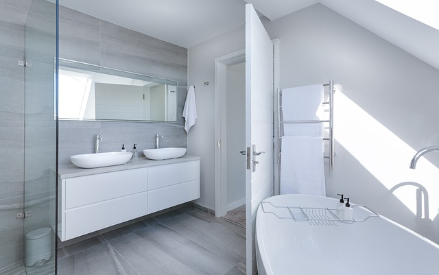 modern-ensuite-bathroom-white-and-grey
